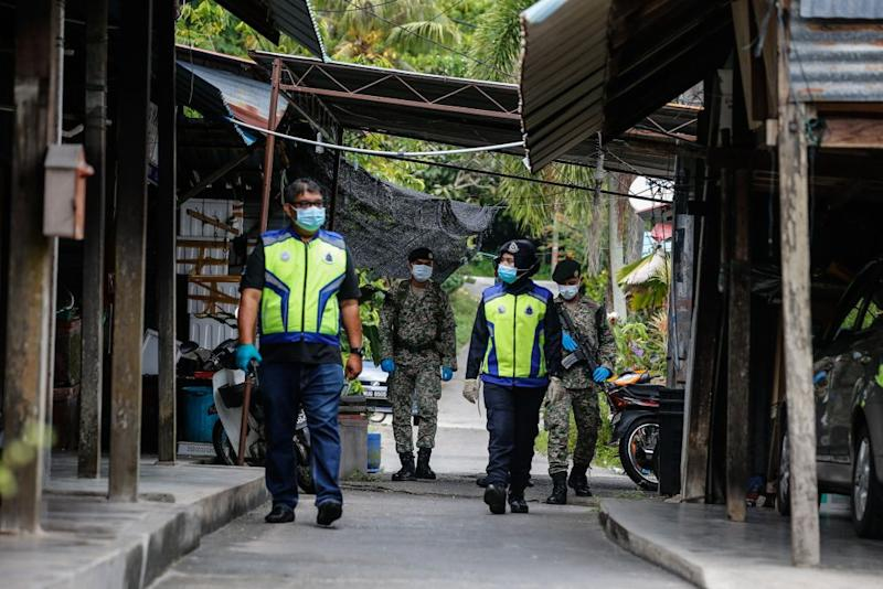 Police and Armed Forces personnel patrol the vicinity of Kampung Pulau Betong in Balik Pulau April 8, 2020. — Picture by Sayuti Zainudin