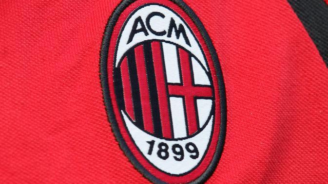 Logo dan ilustrasi AC Milan. (AFP/Paco Serinelli)