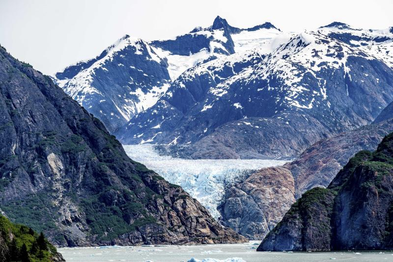 An image taken on Larry's most recent trip shows how the same glacier has almost entirely melted. (Caters)