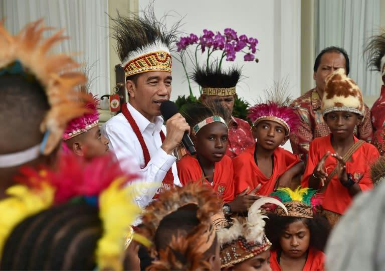 Presiden Jokowi memulai masa jabatan kedua setelah gelombang krisis
