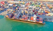 全球還缺50萬個貨櫃、標準運費漲4倍!彭博:貨都出不去,談什麼經濟復甦