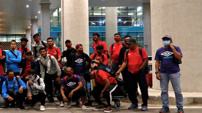 Para pemain PSM Makassar tiba di Yogyakarta, Minggu (28/9/2020) malam. (Bola.com/Abdi Satria)