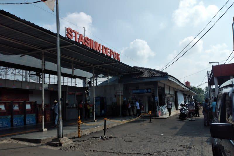 Beda dengan Bogor, Stasiun KA Depok justru masih lengang
