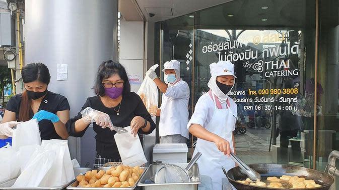 Thai Airways menjual adonan goreng atau odading (@lay_overs/Twitter).