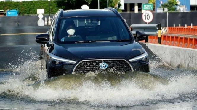 Toyota All New Corolla Cross HEV Jadi Mobil Hybrid Termurah