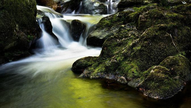 Ilustrasi air terjun (dok. Pixabay.com/Christian_Birkholz/Putu Elmira)