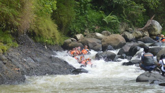 Bermain Body Rafting di Sungai Cikondang/Istimewa.