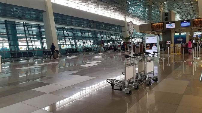 Arus penerbangan internasional di Bandara Soekarno Hatta Cengkareng Tangerang mengalami penurunan lantaran penyebaran virus Corona. (Pramita/Liputan6.com)
