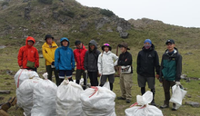 登山營地垃圾爆量! 「三條魚」揪熱血志工清200公斤廢棄物