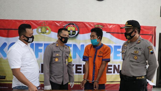 Polisi Kebumen menangkap MA, terduga penipu yang memperdayai janda asal Cilacap, DA. (Foto: Liputan6.com/Polres Kebumen)