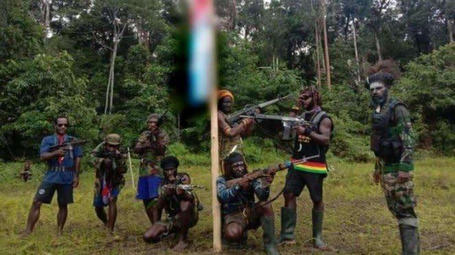 VIVA Militer: TPNPB pamer senjata.