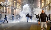 歐洲變疫情震央 義國千人上街反宵禁防疫