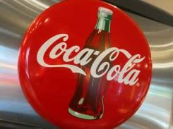 Coca-Cola hentikan sementara iklan di media sosial