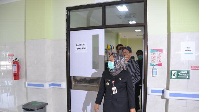 Bupati Purbalingga, Dyah Hayuning Pratiwi memantau kesiapan RS di Purbalingga menangani pandemi virus Corona Baru atau Covid-19. (Foto: Liputan6.com/Galoeh Widura)