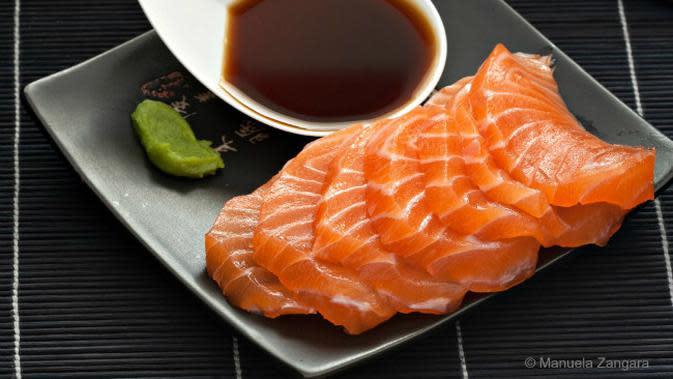 Ikan Salmon (Sumber manusmenu.com via Brilio.net)