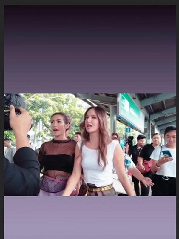 Gaya Nia Ramadhani dan Jessica Iskandar naik KRL (Sumber: Instagram/selly_lestaluhu)