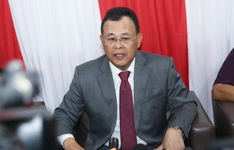 Former Johor mentri besar Datuk Osman Sapian (pic) said that if Umno were to rescind its support for PN, then it would be left to Prime Minister Tan Sri Muhyiddin Yassin's discretion to determine PN's direction with the domestic Covid-19 situation in mind. — Picture by Ben Tan