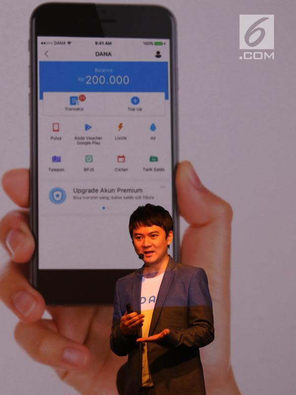 CEO Dana, Vincent Iswara memberi penjelasan tentang DANA Jakarta, Rabu(21/3). DANA, Dompet Digital Indonesia merupakan sebuah layanan dari perusahaan rintisan (start up) di bidang teknologi finansial. (Liputan6.com/Angga Yuniar)