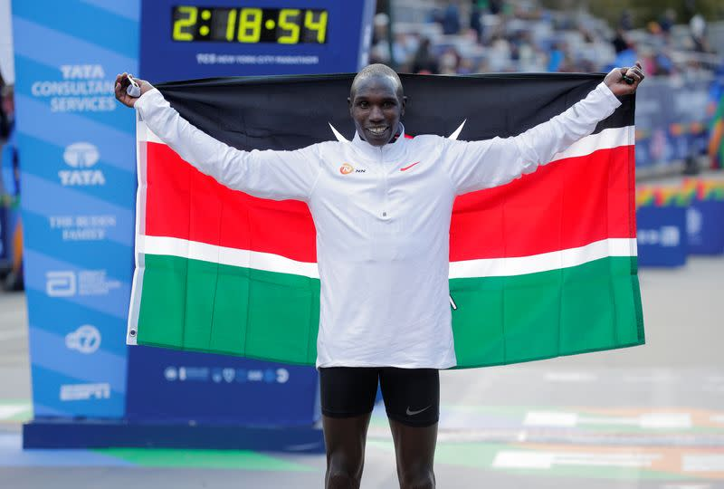 Kenyan runner Kamworor hit by motorcycle, suffers fractured leg