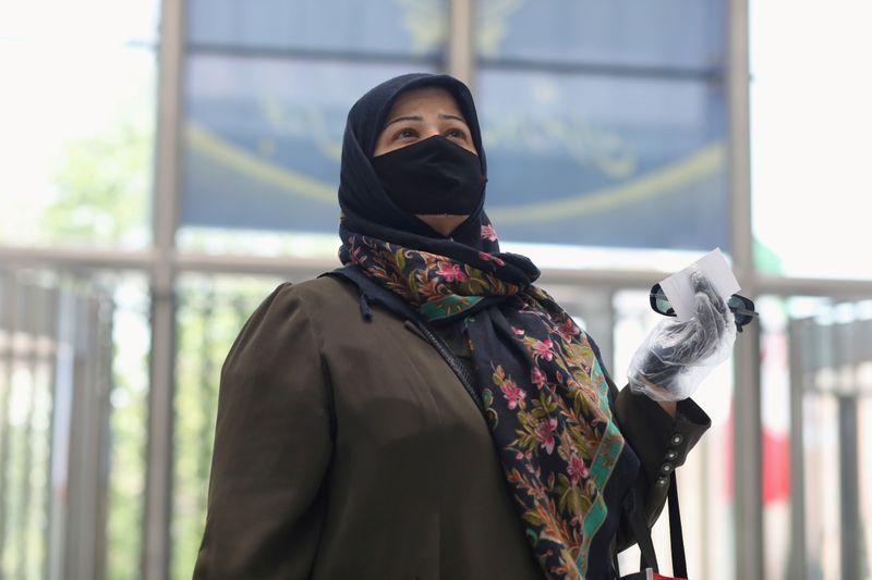 Iran desak masyarakat gunakan masker di tengah kekhawatiran gelombang kedua virus corona
