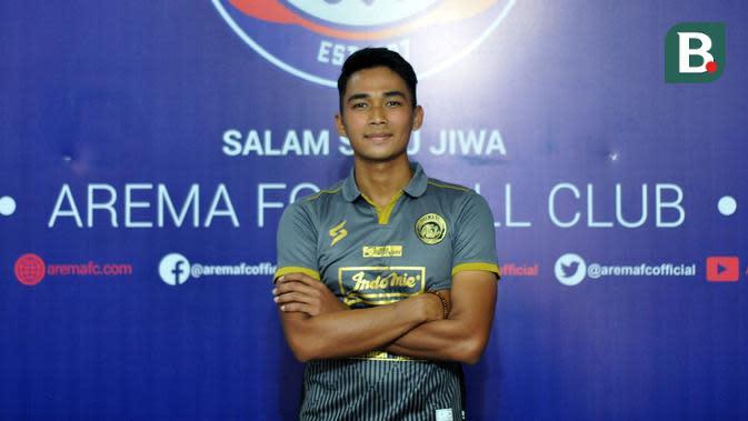 Bagas Adi Dikenalkan jadi pemain baru Arema, Jumat (17/1/2020). (Bola.com/Iwan Setiawan)