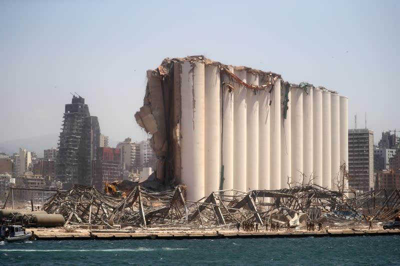 After port blast, rudderless Lebanon drifts towards the rocks
