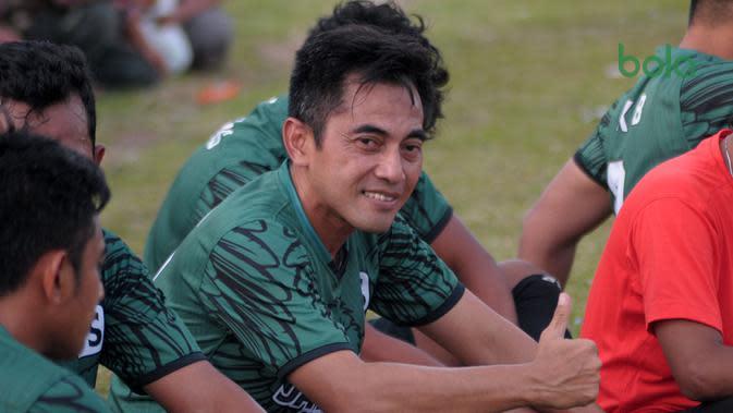 Pelatih PSS Sleman, Seto Nurdiyantoro. (Bola.com/Vincentius Atmaja)