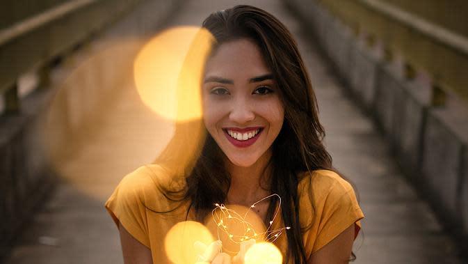 ilustrasi perempuan bahagia/Photo by Bruno Salvadori from Pexels