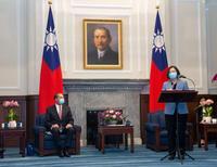 【Yahoo論壇/翁履中】官員訪台挺民主,冷戰升級台灣難得利