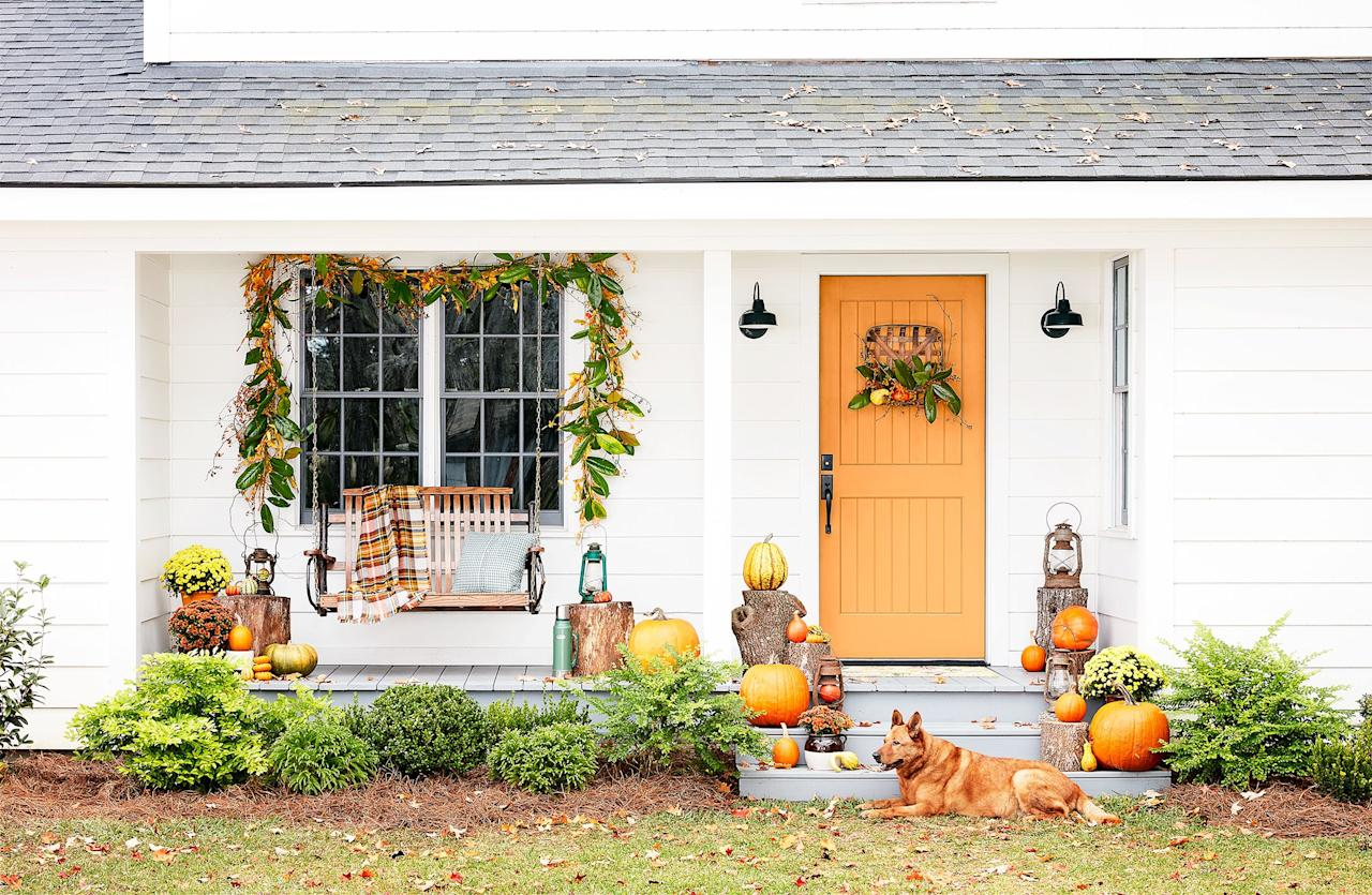 """<p>Whether you're hosting a family gathering or simply want to do your part in beautifying the neighborhood this <a href=""""https://www.housebeautiful.com/room-decorating/outdoor-ideas/g2591/fall-porch-decorating-ideas/"""" target=""""_blank"""">fall</a>, festive <a href=""""https://www.housebeautiful.com/entertaining/holidays-celebrations/g11/thanksgiving-table-setting-ideas-1011/"""" target=""""_blank"""">Thanksgiving</a> door decor is the way to go. Given that your door is the first thing anyone sees, hanging <a href=""""https://www.housebeautiful.com/home-remodeling/diy-projects/g2586/fall-wreaths/"""" target=""""_blank"""">seasonal wreaths</a>, door knockers, and florals sets the right attitude for the <a href=""""https://www.housebeautiful.com/entertaining/holidays-celebrations/g4664/thanksgiving-quotes/"""" target=""""_blank"""">season of gratitude</a>. Ahead, we rounded up thirteen cheerful and stylish front doors that set the mood for a memorable Thanksgiving. </p>"""