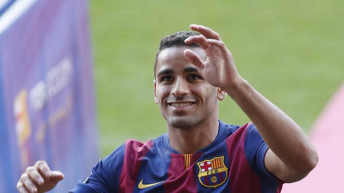 Douglas saat diperkenalkan sebagai pemain baru Barcelona (JOSEP LAGO / AFP)