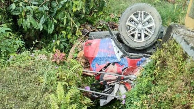 Di tempat kejadian, pengemudi Fortuner diduga kurang hati-hati dan tidak dapat mengendalikan laju kendaraannya.