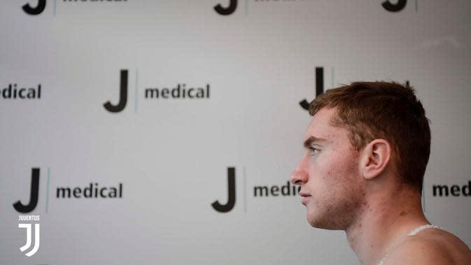 Rekrutan anyar Juventus, Dejan Kulusevski, saat menjalani tes medis. (Bola.com/Dok. Juventus)