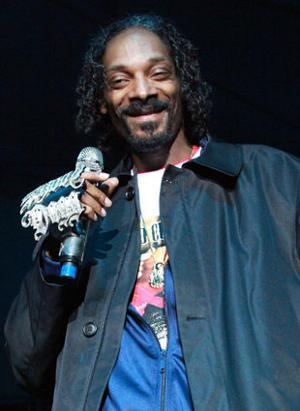 Snoop Dogg Proudly Sports Gray Patch At EA Sports Super Bowl Party