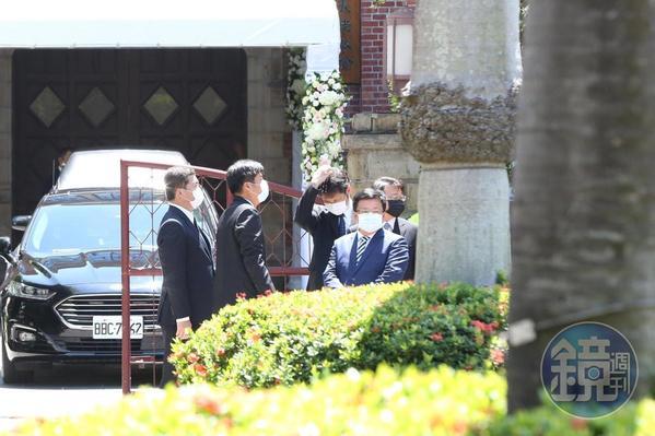 總統府副祕書長李俊俋前往濟南教會致意。