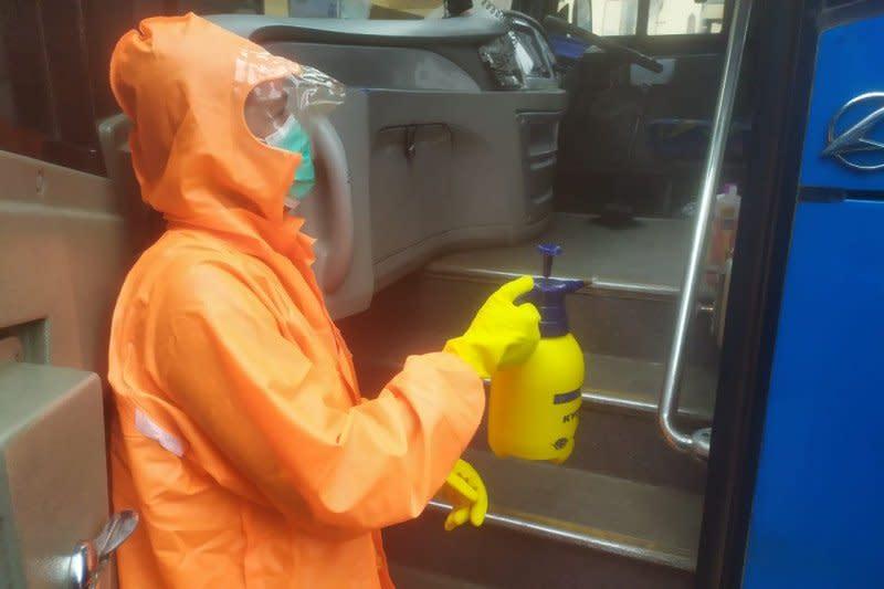 Transportasi publik di Soekarno-Hatta wajib disemprot disinfektan
