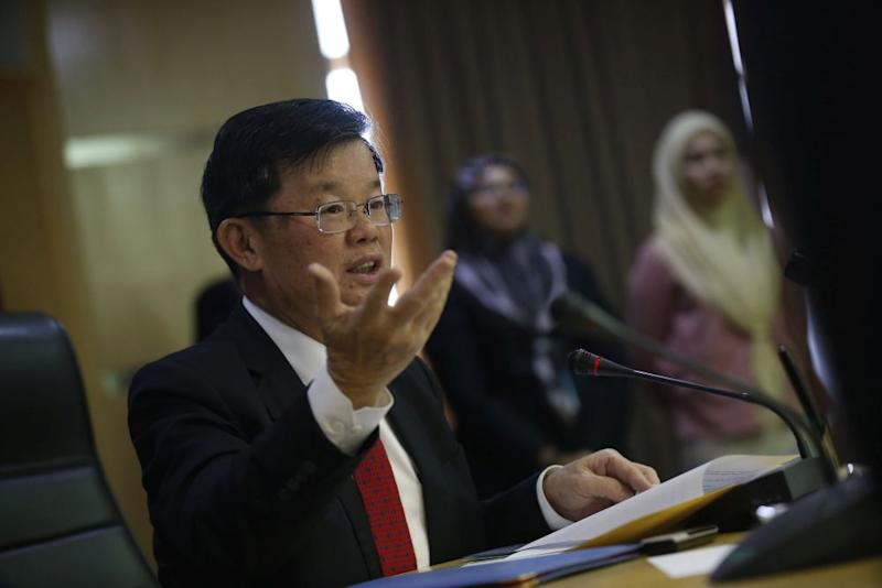 Penang Chief Minister Chow Kon Yeow said he supported Tun Dr Mahathir Mohamad to return as the prime minister of the Pakatan Harapan administration. — Picture by Sayuti Zainudin
