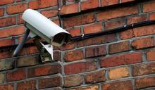 鄰居家裝監視器!她擔心「會被看光」 網反揭1理由狂讚