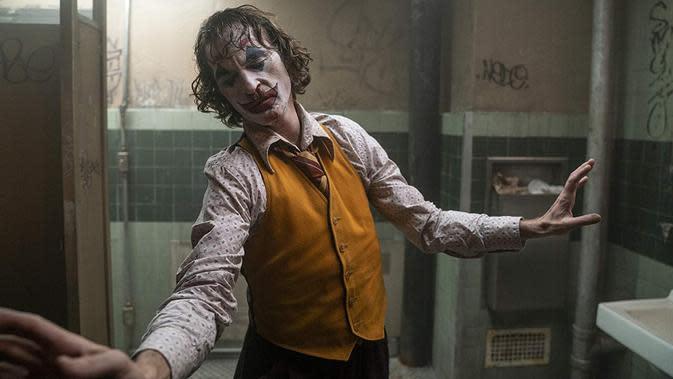Joaquin Phoenix sebagai Joker, masuk dalam nominasi di piala Oscar 2020. (Foto: Dok. IMDb/ Warner Bros.)