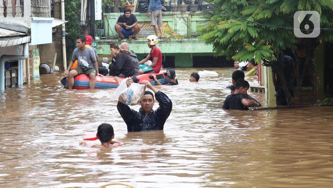Pemkot Jakut dan Jaktim Tambah Pasokan Air Bersih di Musim Banjir