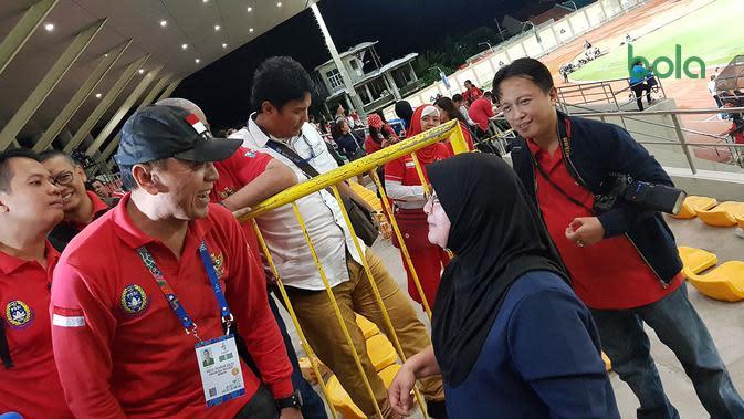 Momen Ketua Umum PSSI Menghibur Orang Tua Pemain Brunei
