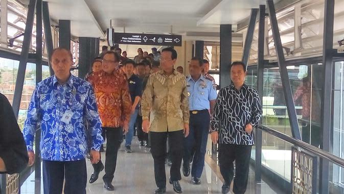 Jembatan Penyeberangan Orang (JPO) di ruas Jalan Laksda Adisutjipto Yogyakarta diresmikan oleh Gubernur DIY Sultan HB X, Selasa (19/11/2019). (Liputan6.com/ Switzy Sabandar)