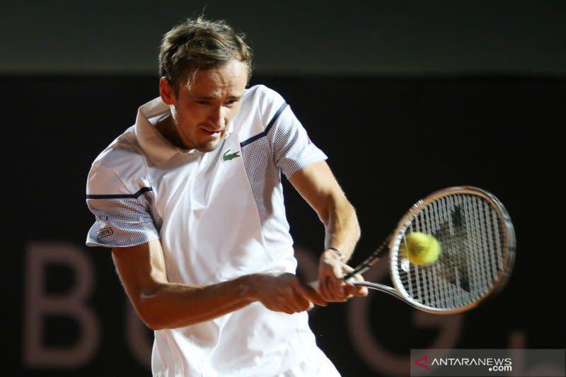 Medvedev langsung tersingkir di babak pertama French Open