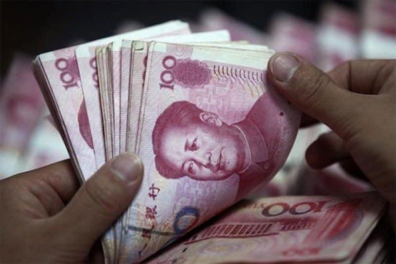 Yuan melemah lagi 184 basis poin menjadi 7,0210 terhadap dolar