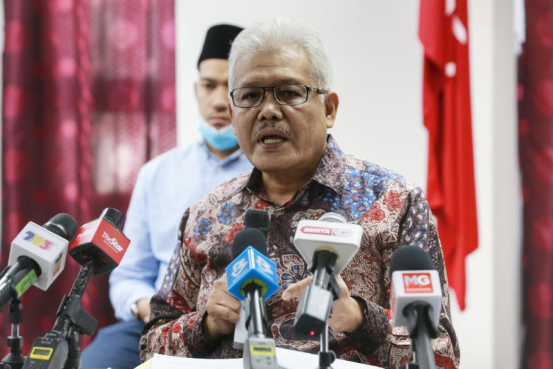 Bersatu secretary-general Datuk Seri Hamzah Zainudin said that the meeting last night went on for too long and he felt it would be better to talk about it during a press conference. — Picture by Ahmad Zamzahuri