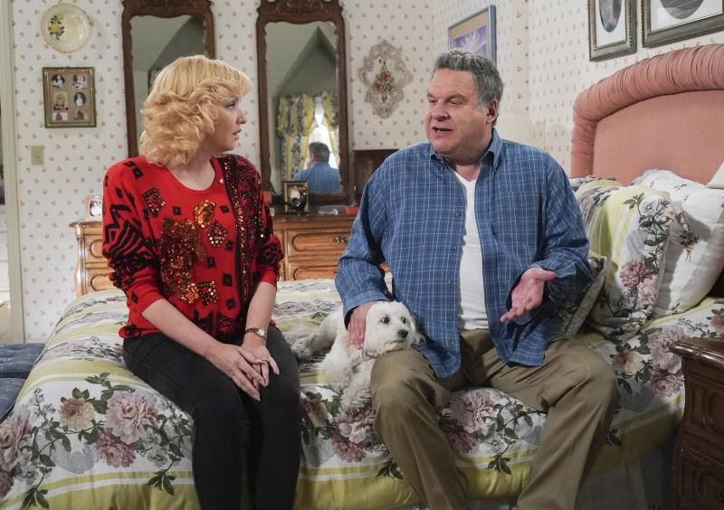 """This image released by ABC shows Wendi McLendon-Covey as Beverly Goldberg, left and Jeff Garlin as Murray Goldberg in a scene from the comedy series """"The Goldbergs.""""  Costume designer Keri Smith creates the signature looks for the fictional Beverly. (Richard Cartwright/ABC via AP)"""