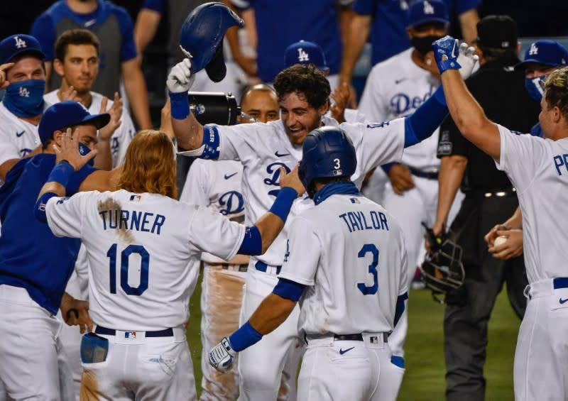MLB roundup: Dodgers walk off on Bellinger's HR