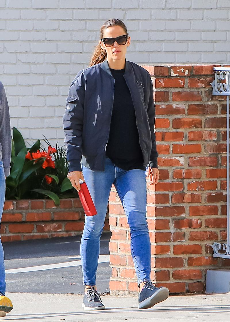 Jennifer Garner steps out in LA wearing Allbirds trainers, which she paired with a navy blue bomber jacket. (Getty Images)