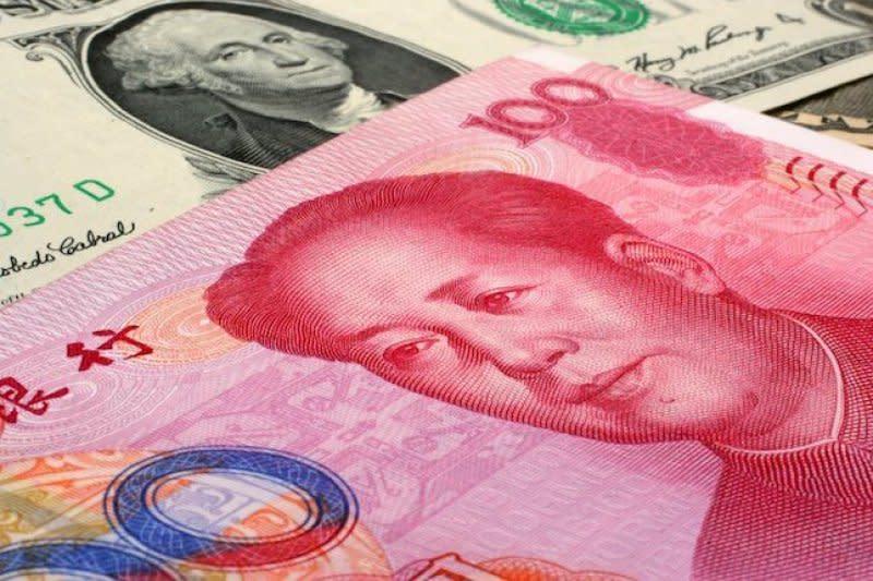 Yuan berbalik melemah, turun 22 basis poin terhadap dolar AS