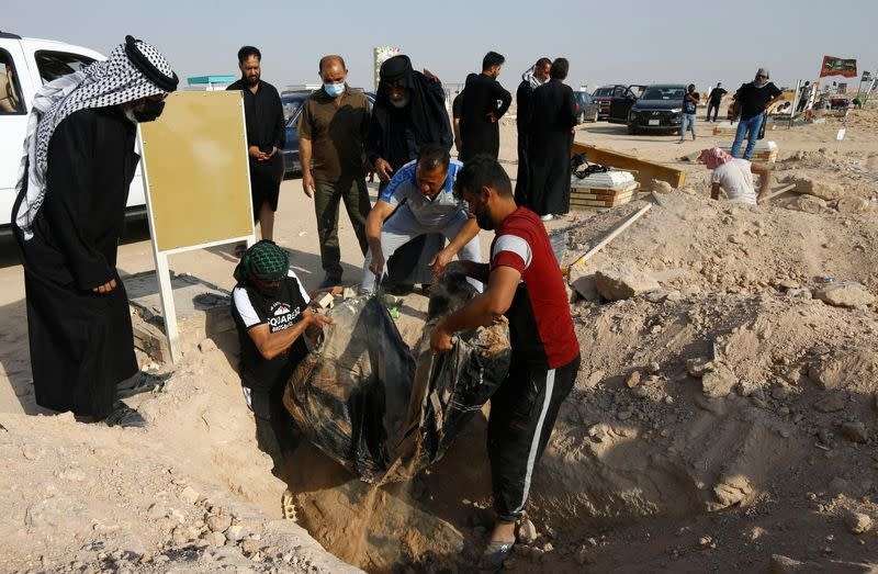 Defying fatwa, Iraqis flock to COVID cemetery to exhume dead, re-bury elsewhere